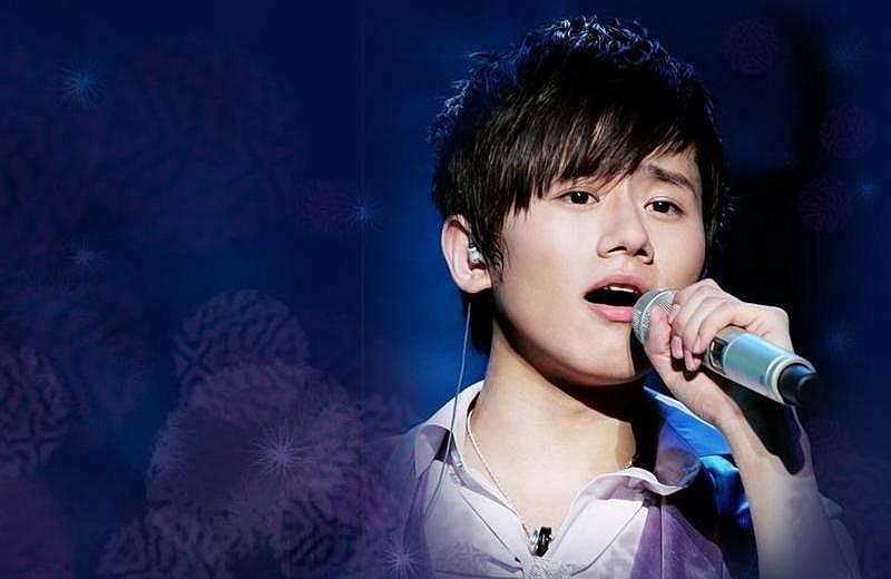 偶像歌手帅哥张杰 座驾最爱JEEP与路虎 图片