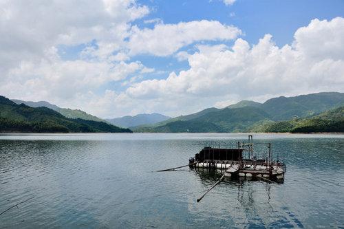 皇帝洞景区位于福州北峰晋安区日溪乡,与连江县小沧乡及罗源县霍口乡