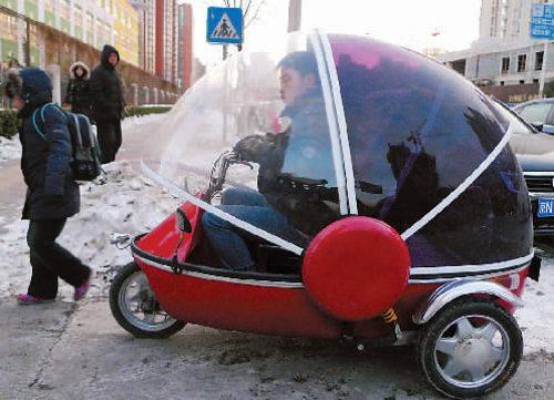 """""""小水滴""""送学童 圆滚滚的可爱电动车"""