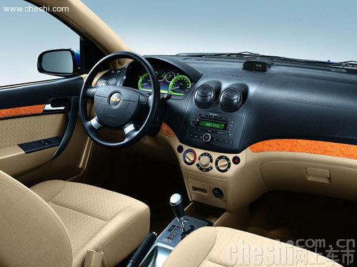 雪弗兰新spark-车身由4310mm加长至4345mm.车头采用三维交叉双格栅、上挑的大