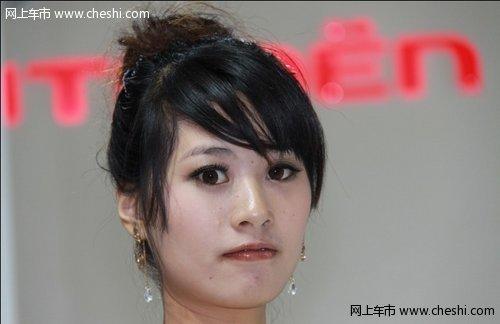 东风雪铁龙展台美女性感的文胸