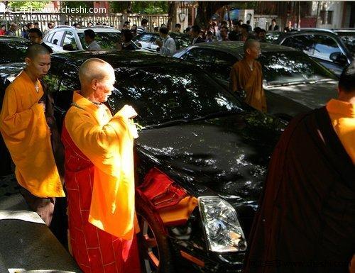 凯迪拉克车主和嘉宾、泉州各界媒体以及泉州泰成致尊凯迪拉克高清图片
