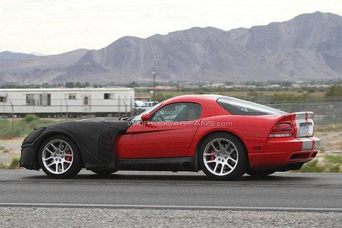全新道奇Viper曝光 搭V10引擎/明年投产