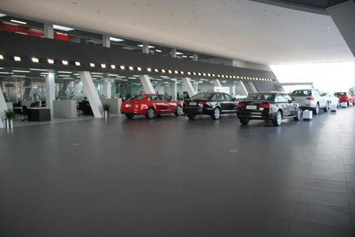 网上车市探访平顶山中瑞 首家奥迪4S店高清图片
