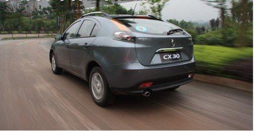 赤峰 长安CX30 自主品牌 家用节油轿车高清图片
