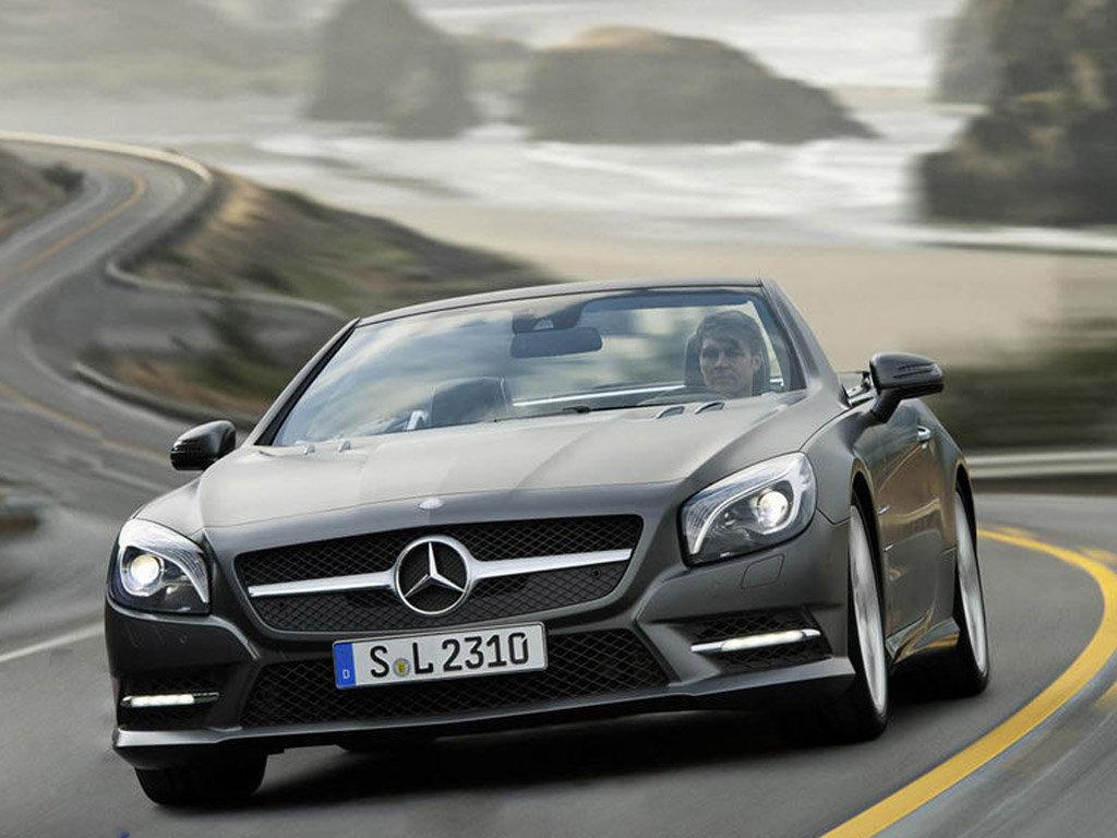 近日,奔驰官方透露了奔驰全新SL级跑车的售价,基础款SL350...