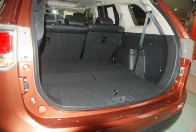 七座SUV大器登场 三菱全新欧蓝德实拍