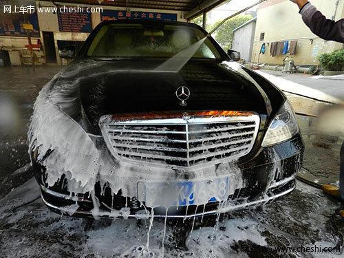 一些车主选择自己洗车
