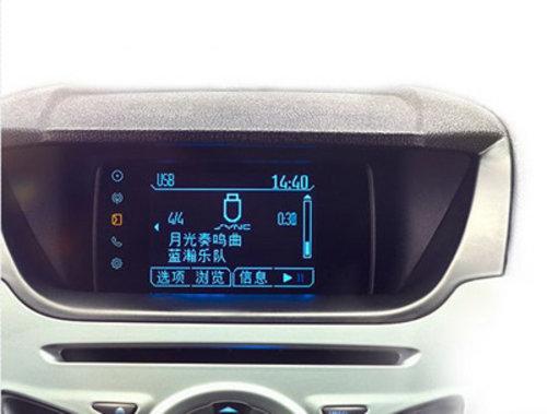 SYNC® 语音指令操控音乐播放和娱乐功能