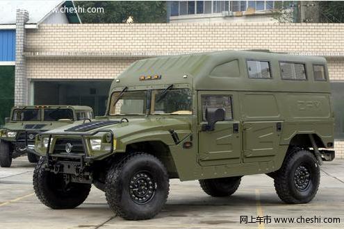 大多为大型军用越野车型,受场地限制展会的参展车辆只有30辆左右图片