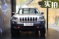 同级别最劲爆2.0T发动机 全新Jeep自由光实拍