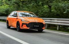 作为运动轿跑的后起之秀,传祺影豹能否撼动第三代MG6 PRO的地位?