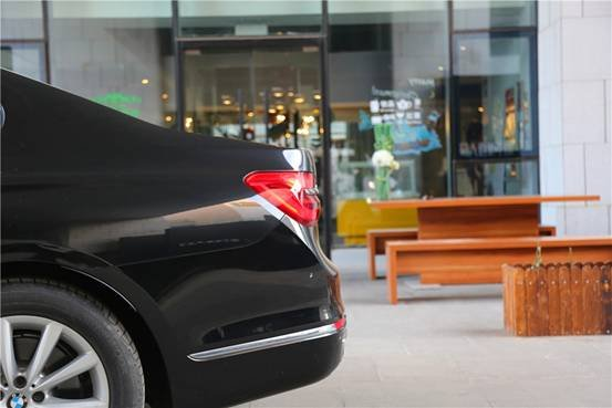 用艺术的视角感受BMW 7系的独特气质-图3