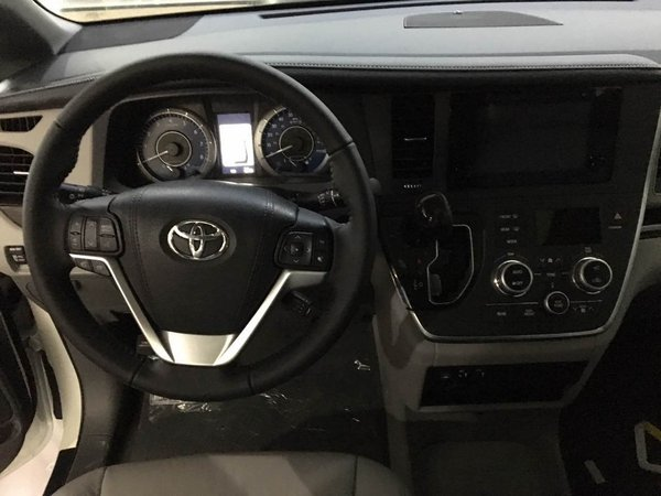 17款丰田塞纳3.5四驱顶配现车 魅力商务-图3