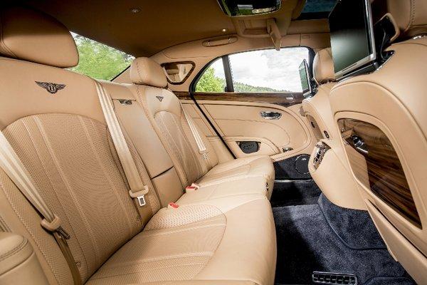 谁说开顶级豪华轿车的一定是司机?-图9