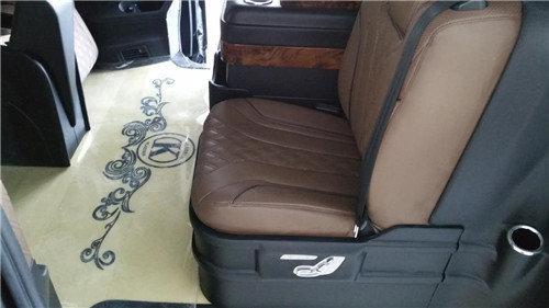 奔驰V260商务车配置报价图片预订从速-图4