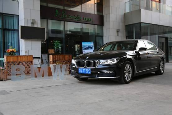 用艺术的视角感受BMW 7系的独特气质-图1