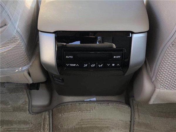 18款中东丰田霸道2700 大油箱越野低价格-图8