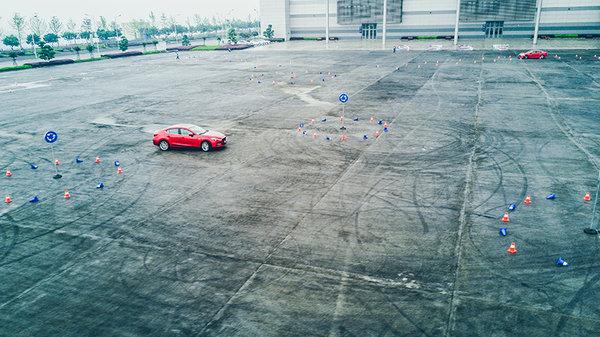 操控王和直线王的较量 试驾新款昂克塞拉-图2
