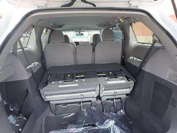 2017款丰田塞纳商务车 花式改装更加舒适-图8