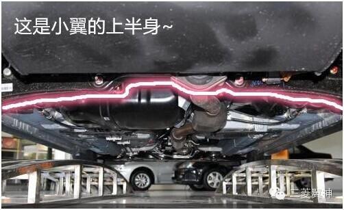 作为一款运动型轿车,翼神的底盘悬挂结构源自evo