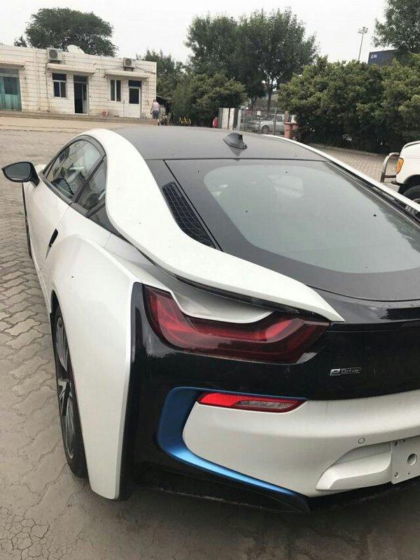2017款宝马I8双刀门超跑 展现科技新力量-图6