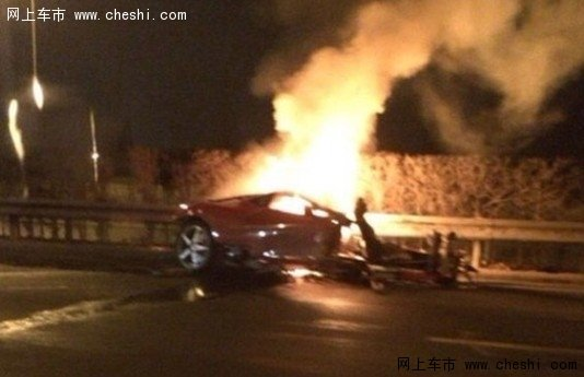 北京法拉利解体车祸现场高清图片