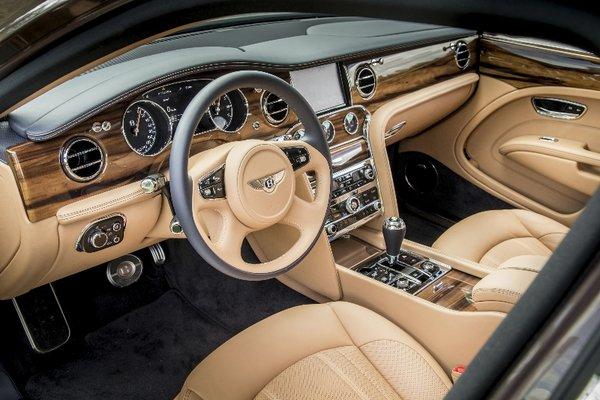 谁说开顶级豪华轿车的一定是司机?-图5