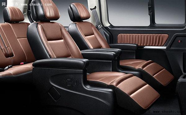 舒适性方面,2016款风行CM7配备有总裁级豪华座椅,带有靠背、腿托、脚踏板,电动加热与调节功能,能实现接近180°的平躺,与飞机头等舱座椅硬件标准相当。同时,它设有侧滑门窗中窗,既通风换气,又能独享清晰视野。后排空调独立控制,操作非常方便。此外,它还配有一键启动、220V车载电源等便捷配置。 安全性方面,2016款风行CM7率先采用博世9.