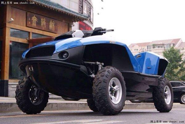 一款搭载宝马K1300摩托车的直列四缸1300CC引擎的水陆两栖车即高清图片