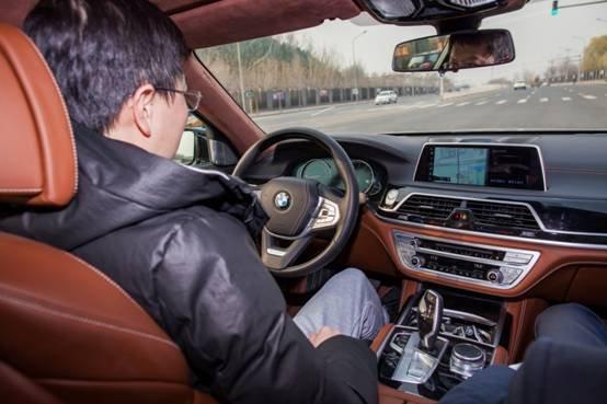 用艺术的视角感受BMW 7系的独特气质-图4