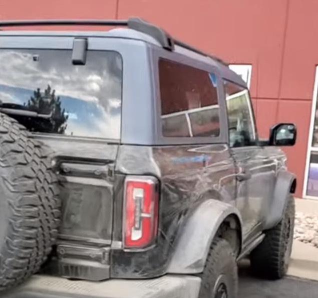 全新Bronco实车现身 搭2.7T发动机/配四驱系统-图4