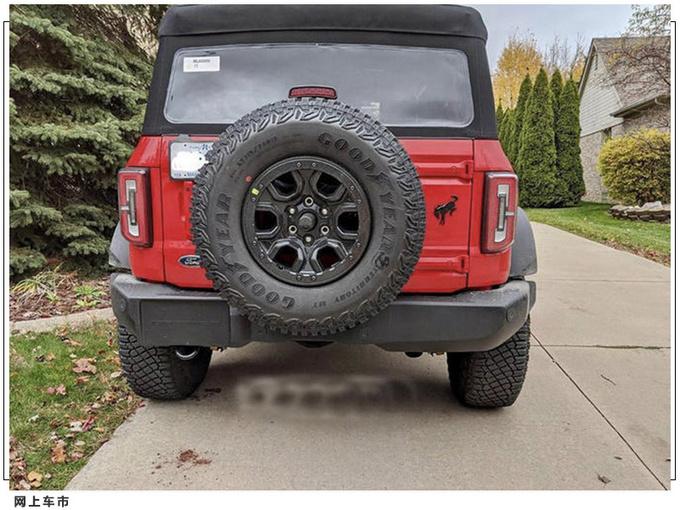 福特Bronco实拍曝光  越野轮胎/可拆卸式黑色软顶-图4
