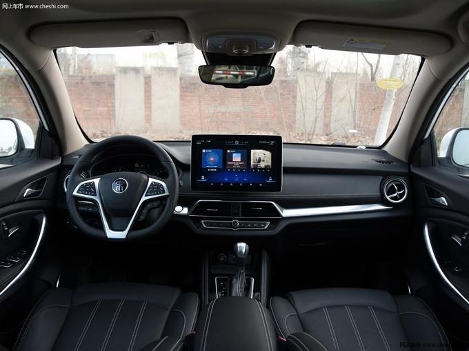 想要全景天窗的SUV 最低不到8万元就能拥有-图4