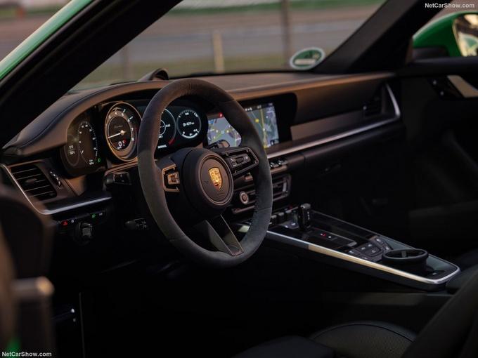 保时捷全新911 Turbo实拍搭3.8T引擎/3秒内破百-图5