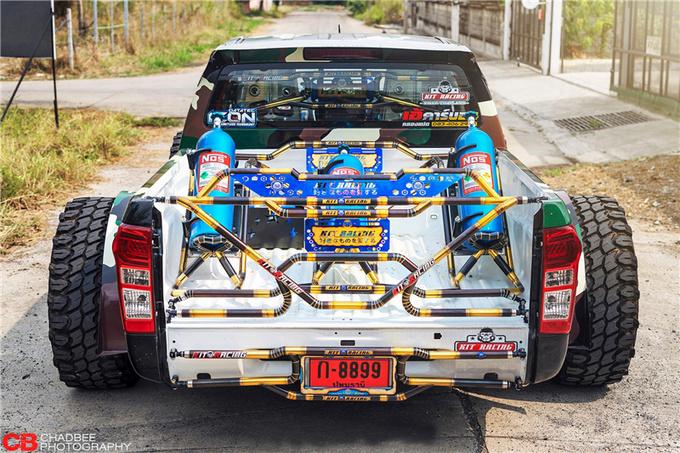 皮卡不拉货而是这样玩泰国爆改五十铃D-MAX-图7