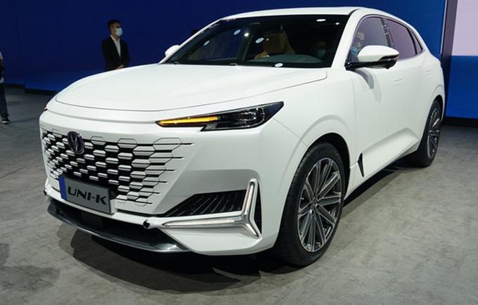 长安UNI首款轿车明年发布 比锐程CC级别更高-图1