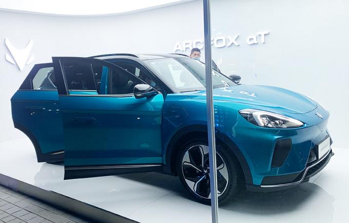 ARCFOX αT上市 XX万起售尺寸/动力不及唐EV-图2