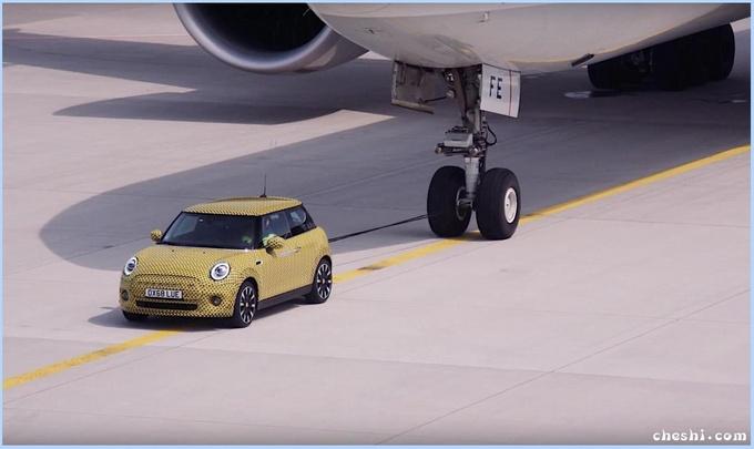 MINI首款纯电车型实拍 能拉大飞机/半个月后发布-图1