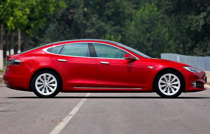 再次降价特斯拉Model S降价2.8万 73.39万起售-图4