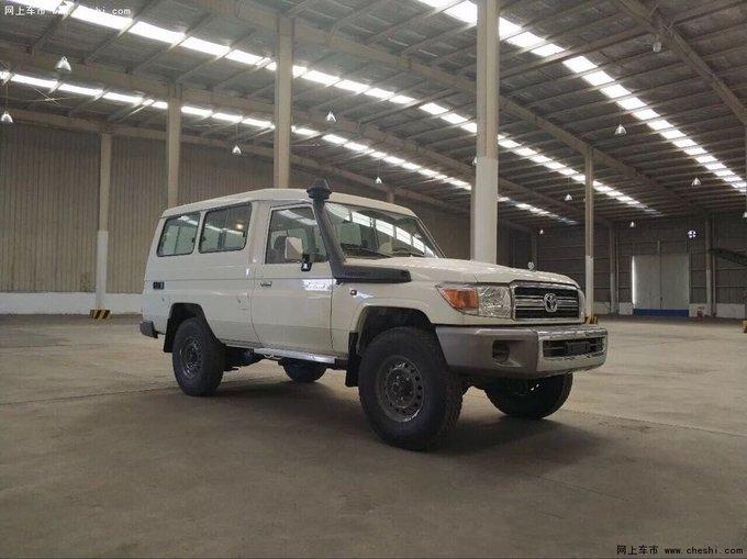 18款丰田LC79汽油4.0 现车到港优惠报价-图1