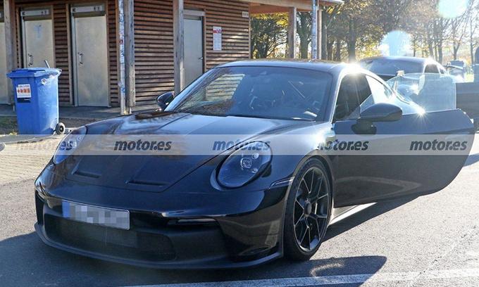 保时捷全新911 GT3谍照 搭4.0T引擎/中置双出排气-图1