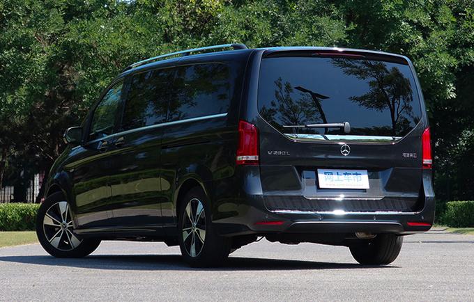 奔驰新V级预售49万起内外更豪华-标配空气悬架-图3