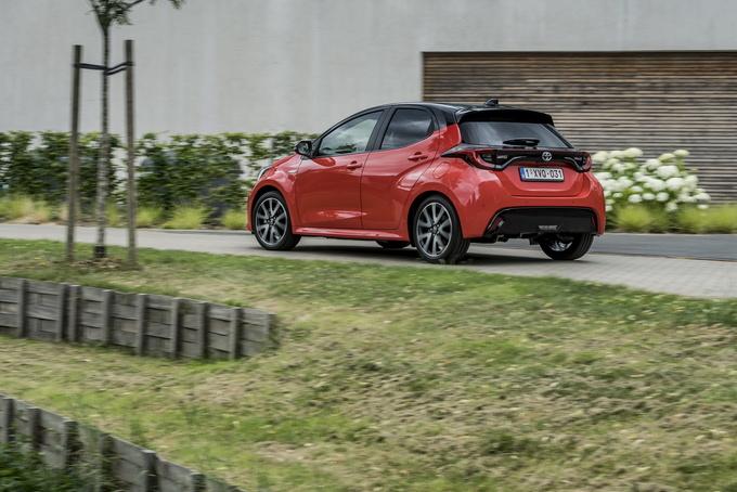 丰田新款雅力士亮正式亮相 增1.5L+双电机混动-图7