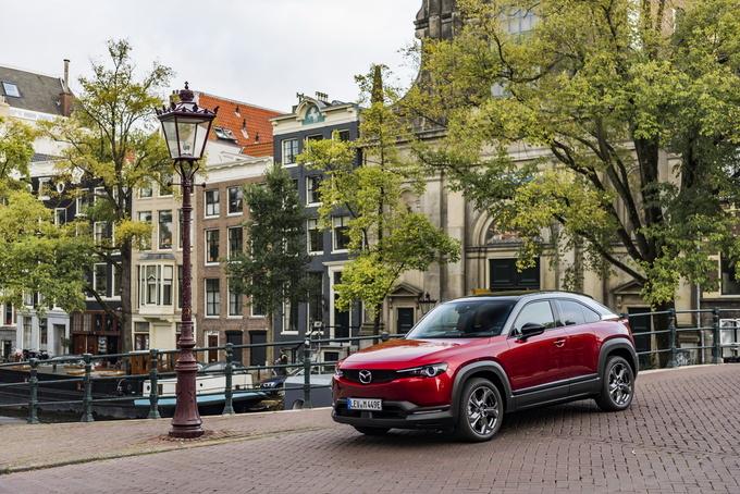 马自达纯电SUV MX-30售价公布 搭对开门设计-图1