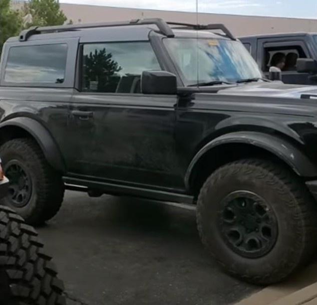 全新Bronco实车现身 搭2.7T发动机/配四驱系统-图3