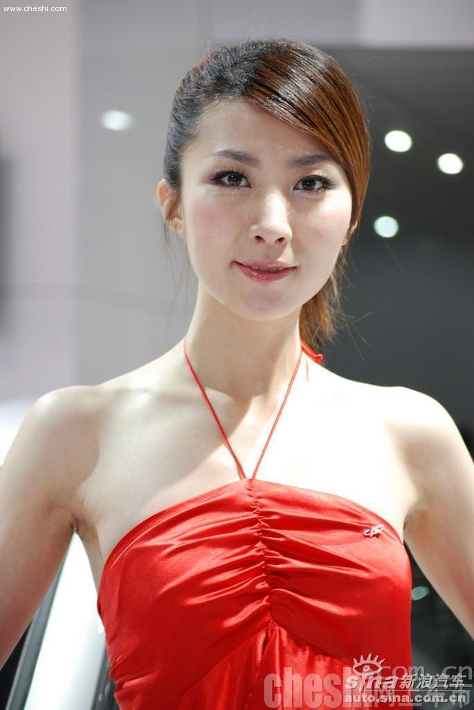 07上海车展美女车模牛仔裤美女比基尼图片