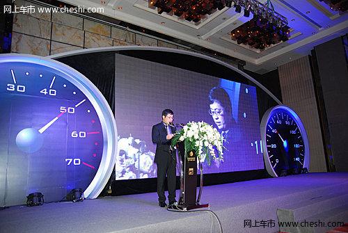 梅波与2012中国汽车金融杰出推动者合影