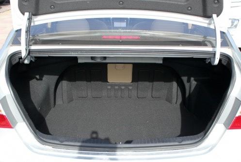 索纳塔后备箱展示(图)图片