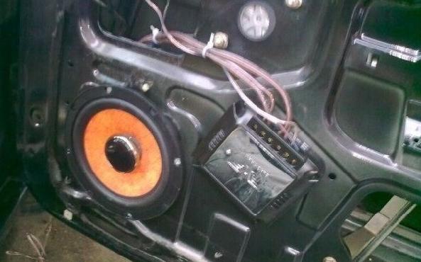 黑鹰12寸有源汽车音响电源接线